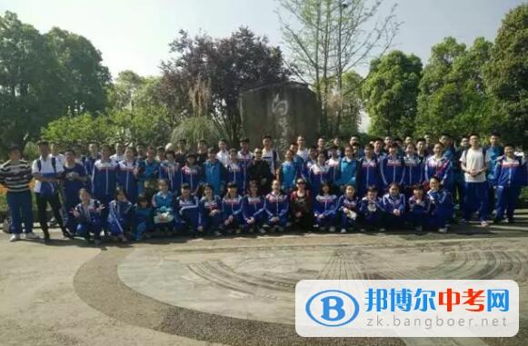 西南石油大学学生赵梓轲走进新都一中