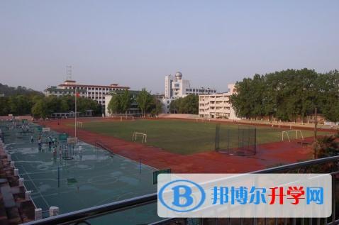 四川省阆中市老观中学校创建于1956年,迄今已度过了57个春秋,1985年