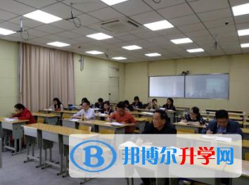 内江市高中英语名师工作室在内江一中举行教研课题论坛活动