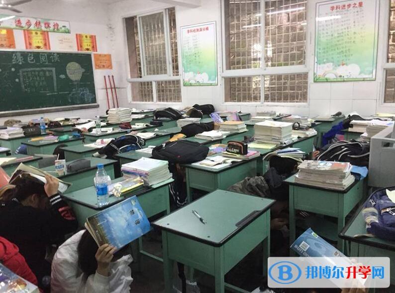 内江一中举行地震减灾应急疏散演练