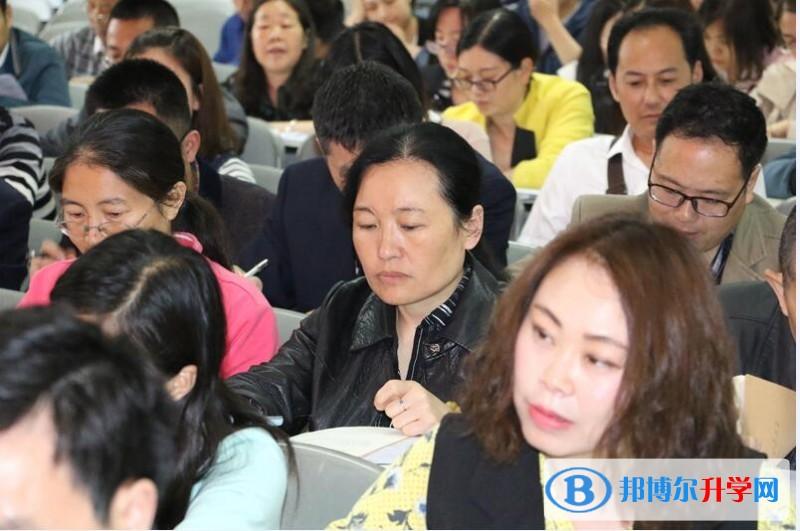 """内江一中掀起""""大学习、大讨论、大调研""""活动热潮"""