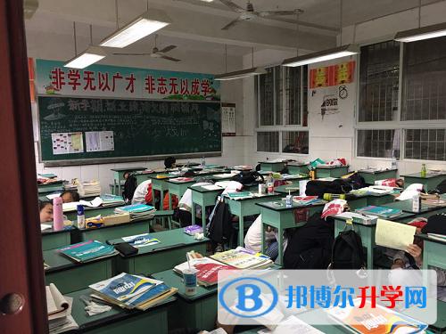 内江一中开展防地震应急疏散演练