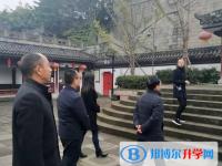 内江一中组织校级党员干部到隆昌石牌坊廉洁教育基地接受廉洁教育