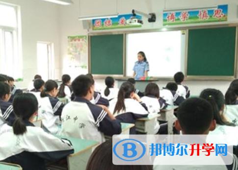 崇州市三江镇中学2021年学费、收费多少